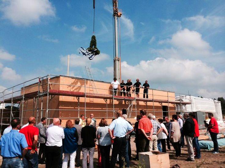 Neues vom Bau des VW-Kindergartendorfs in Emden: Der Rohbau steht und wir haben Richtfest gefeiert! #holzbau #holzrahmenbau #sonderbau #vw http://www.blockhaus-24.de/vw-kita-richtfest-emden/ http://www.blockhaus-24.de/product-tag/holzrahmenb