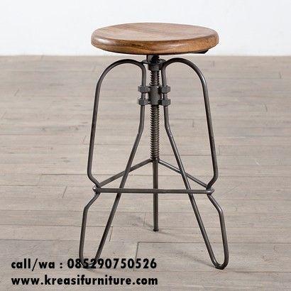 Kursi Bar Walnut Kombinasi Besi merupakan kursi cafe unik dengan paduan antara kayu dan besi sebagai rangkanya namun tetap mengutamakan kekuatan kontruksi