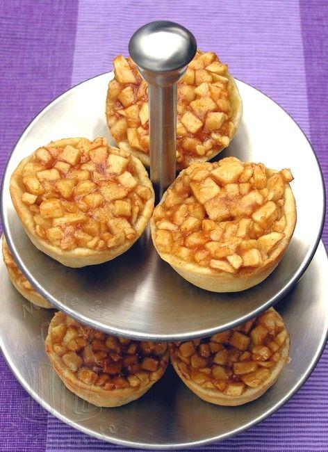 Apfelkuchen auf Etagere