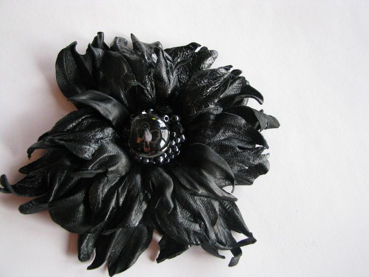 Black leather flower fantasy w Lela Flowers na DaWanda.com