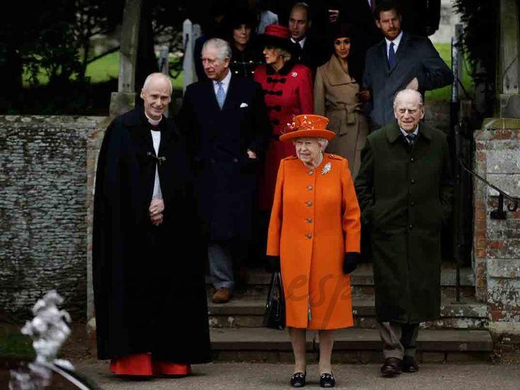 La tradicional misa de Navidad de la Familia Real Inglesa, en Sandringham, ha sido el perfecto escenario para el primer duelo de estilo entre Meghan Markle y Kate Middleton.