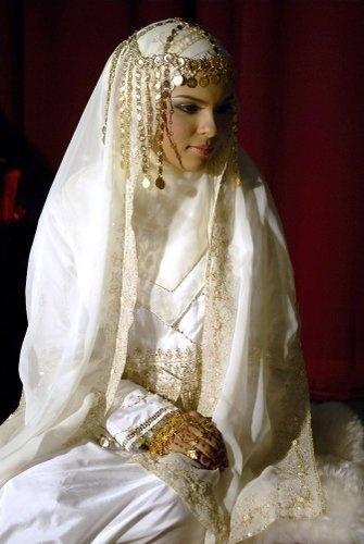 THE BRIDE WEARS HIJAB: Khaleeji Bridal look with Hijab