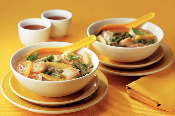 Kijk wat een lekker recept ik heb gevonden op Allerhande! Thaise currysoep met coquilles en mango