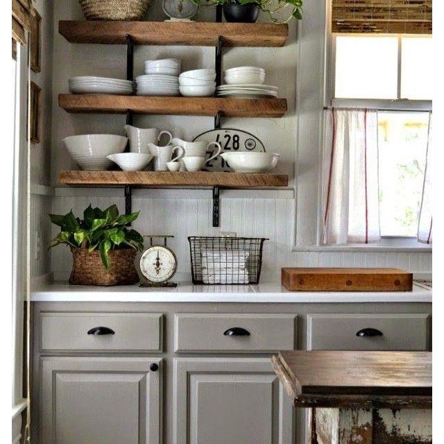 k che regal waage oldschool holz weiss fenster gardinen porzellan pflanze hell licht grau beige. Black Bedroom Furniture Sets. Home Design Ideas