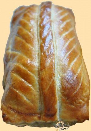 Sous sa croûte feuilletée et dorée, se trouve une farce finement assaisonnée et préalablement marinée. Ingrédients pour 5 pâtés : 400 g de poitrine de porc fraîche 200 g de foies de volaille 200 g de noix de veau 1/2 blida* de vin blanc 1 blida de ratafia...
