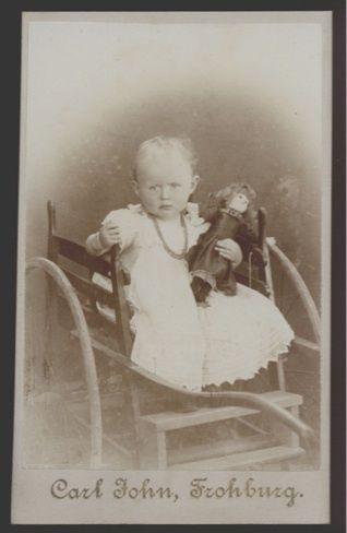 1409❚❚ CDV Foto, Kind mit Puppe im Wagen , Frohburg | eBay