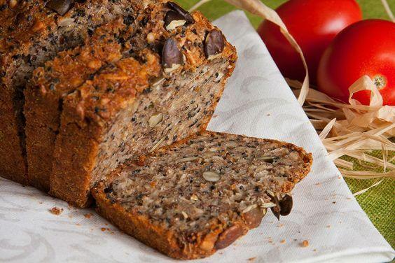 El Pan Ezequiel, o Esenio, está hecho a partir de 4 tipos de granos y 2 legumbres, mucho más de lo que puedes esperar de una hogaza de pan blanco. Disponible en panaderías, pero si eliges la ruta casera está receta es para ti.