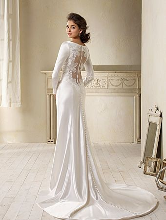 i never thought i would like a long-sleeved wedding gown, but the back is nice. and it would be nice for a winter wedding possibly.
