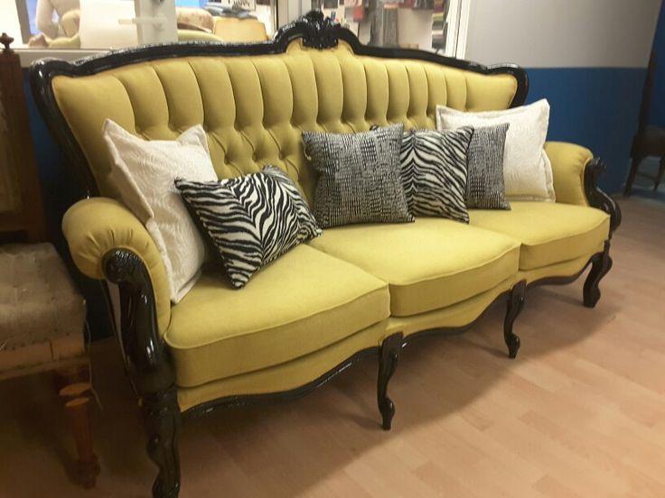 Rokokoo-sohva uudelleen verhoiltuna