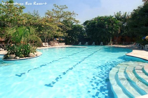 Nas piscinas do Itamambuca Eco Resort o que não falta é animação. Para a completa diversão das crianças, nossos monitores organizam variados jogos educativos e cooperativos, competições de natação, hidroginástica, aulas de surf e muito mais.