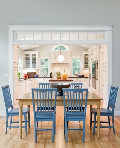 I love everything about this dining room/kitchen, but especially the transom windows in the doorway.