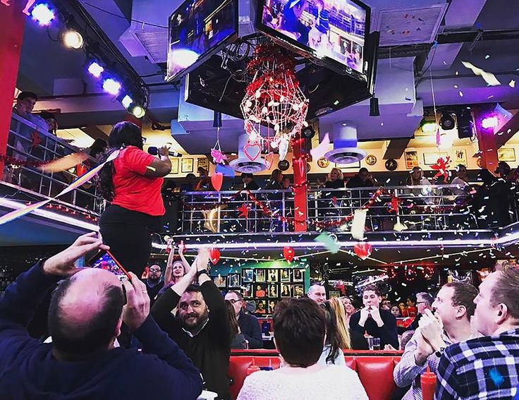 Ellen's Stardust Diner   Times Square New York City   Home of the World Famous Singing Waitstaff