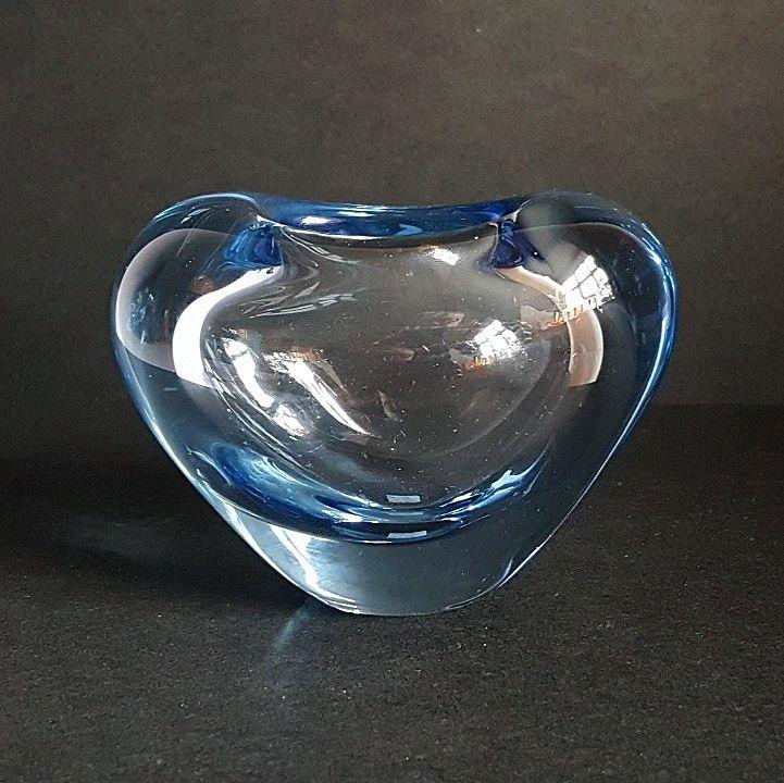 """HOLMEGAARD """"Menuet"""" Akva-serien - PER LÜTKEN. #trendyenser #retro #menuetvase #artglass #danishdesign #nordicdesign #perlütken #holmegaard #vase. From www.TRENDYenser.com SOLGT/SOLD"""
