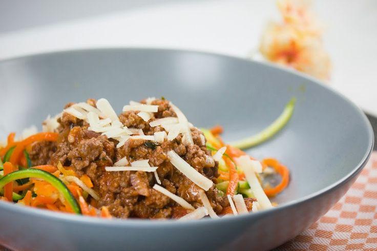 Lust auf Pasta, aber ohne Kohlenhydrate? Gemüsenudeln, auch Zoodles genannt, sind eine super leckere Low Carb Alternative. - Gaumenfreundin.de Foodblog