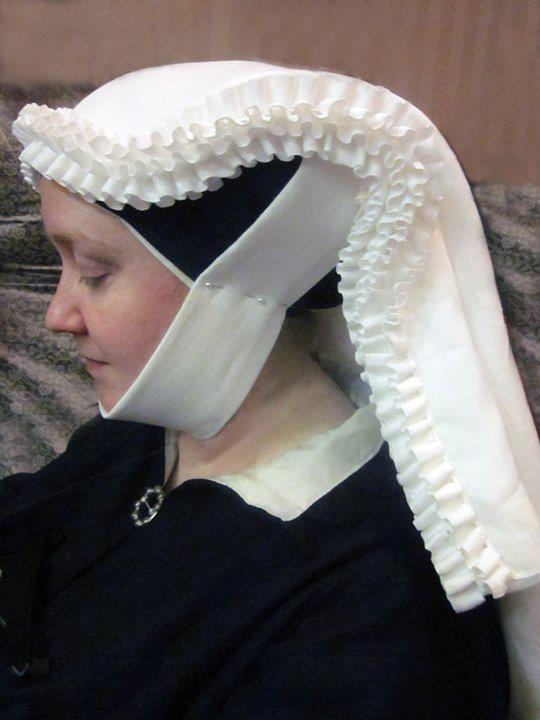 From Elisa's Endeavors - Elisabeth de Besancon is her full SCA name. The veils are Flemish, early 1400's, inspired by the paintings of Jan van Eyck and others.  Isn't it gorgeous?!?!!