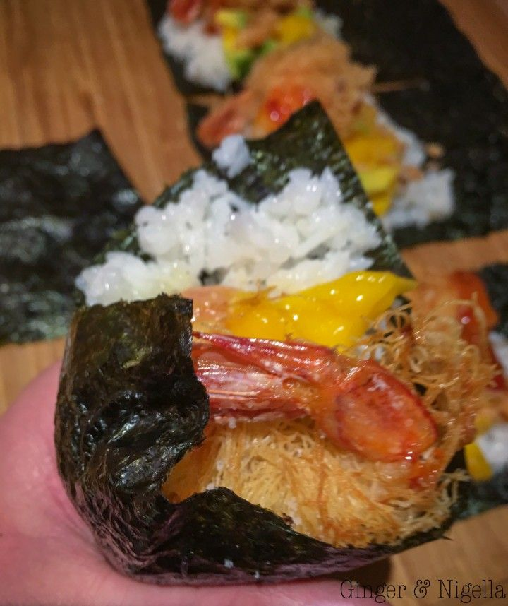 avocado, cucina etnica, Cucina Giapponese, gamberi, gamberi in pasta kataifi, Giappone, kataifi, lime, mango, pesce crudo, salmone, salsa di soia, sushi, temaki, wasabi