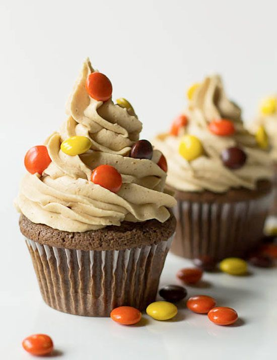 Double Reese's Cupcakes - Cupcake Daily Blog - Best Cupcake Recipes .. one happy bite at a time! Chocolate cupcake recipes, cupcakes.