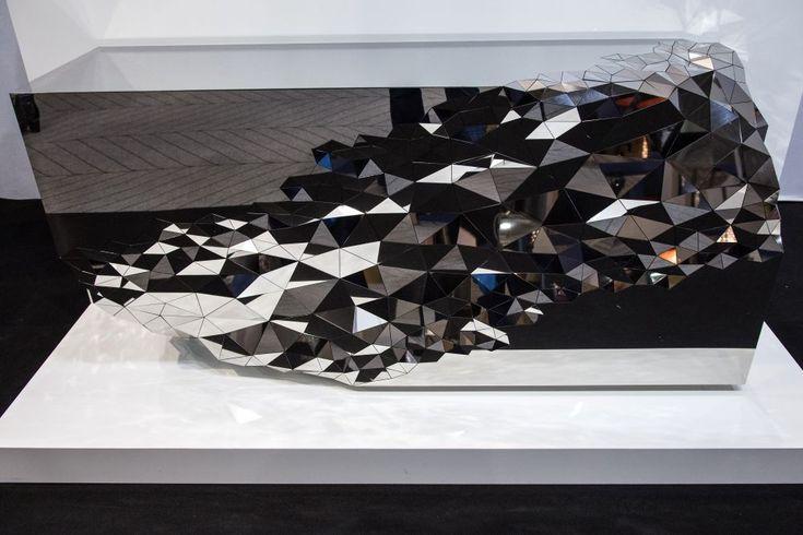 The Revival Of Mirrored Furniture In Today S Interior Designs Verspiegelte Mobel Dekoration Innenarchitektur