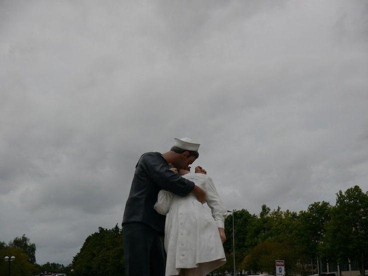 Baiser du Memorial de Caen (Calvados)