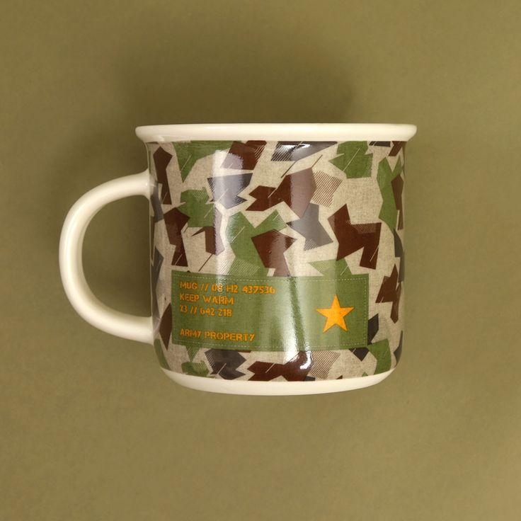 Kolekce Kamufláž je jako stvořená pro všechny kluky a muže! Tento porcelánový hrníček se jim určitě bude líbit, ať už na kafe, čaj, nebo grog :)