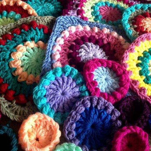 Flirty lace edging on Textured Circles - Pattern uses a slight adaptation of the Circle of Friends square by Priscilla Hewitt