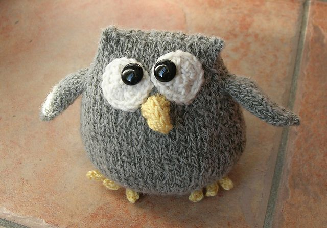 Cute Knit Owl Amigurumi - FREE Knitting Pattern and Tutorial by Knit-a- Zooi  I'd like to make him in felt!