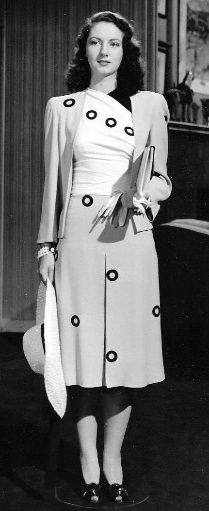 1941 love this look!
