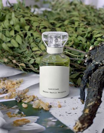 Untitled by Maison Martin Margiela. В ароматной пирамиде обозначены: вверху – эфирное масло гальбанума, самшит, бигардия абсолю (он же горький апельсин); в сердце – резиноид мастикового дерева, жасмин, резиноид того же гальбанума; в базе – мускус, кедр, ладан.Гальбанум – это растение по имени Ferula Galbaniflua, произрастающее в Северном Иране.