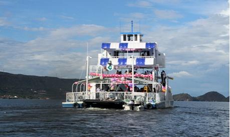 Paseo nautico en Ferry Comfamiliar, Yaguara, Huila, Colombia