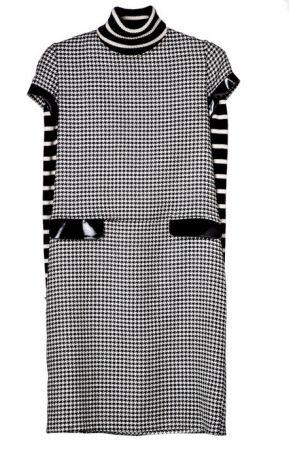 Tunic dress con tasche di vernice Blugirl, su pull di Marina Yachting (179 euro)