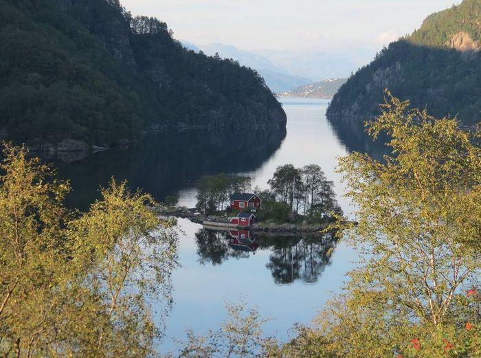 Les plus belles cabanes dans des lieux incroyables for Cabine remote fumose montagne
