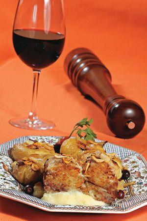 Tasca - Uma das marcas deixadas pela maciça colonização portuguesa no Recife foi o expressivo número de bons restaurantes lusitanos. O Tasca, po
