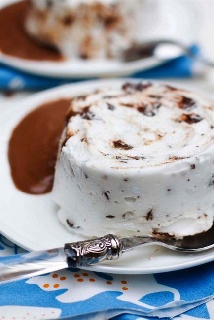 """ПЛАВАЮЩИЙ ОСТРОВ - меренга с минимальным количеством сахара. Прекрасный летний десерт, очень простой в исполнении, в меру шоколадный, на вкус - да простят меня истинные ценители - точно """" Птичье молоко """"... Мало того,…"""