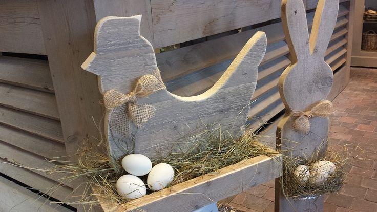 Kip op Nest , met stro en eieren