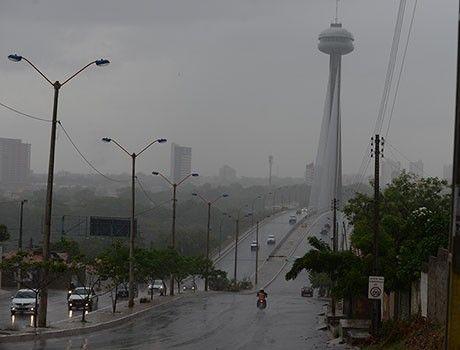G.H.: Tarde tem chuvas duradoura e trovoadas em Teresina...