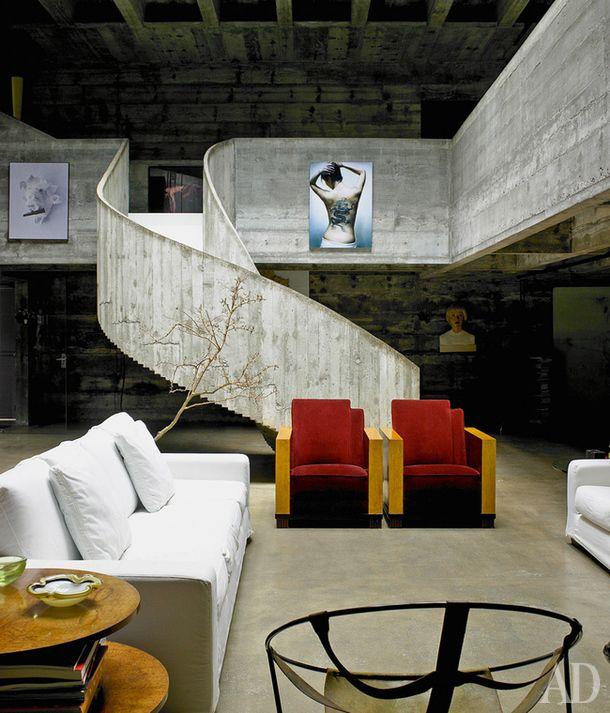 Дом в Сан-Паулу, архитектор Паулу Мендес да Роша. Нажмите на фото, чтобы посмотреть все интерьеры дома.