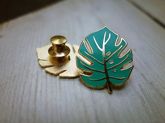 https://www.etsy.com/es/listing/246441007/monstera-leaf-enamel-pin?ref=related-5