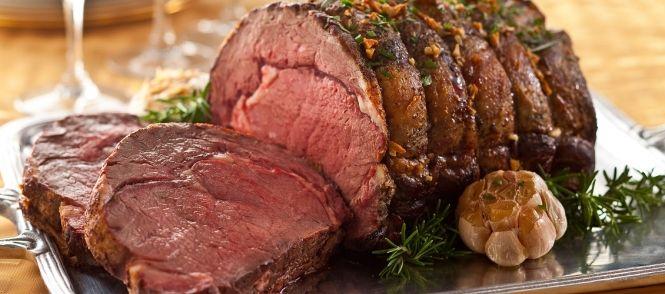Rosbief uit de oven is perfect voor kerst. Makkelijk om te maken en heerlijke kruidige smaak.