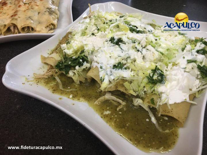 #gastronomiademexico Descubre el increíble sabor de las enchiladas en 100% Natural de Acapulco. GASTRONOMÍA DE MÉXICO. En 100% Natural puedes comer unas increíbles enchiladas verdes, las cuales se elaboran con ingredientes frescos y naturales y son acompañadas con queso, crema, lechuga, cebolla y más. Para obtener más información, visita la página oficial de Fidetur Acapulco.