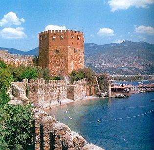 Alanya Seldsjoekse  Rode Toren met imposante stadsmuren uit het jaar 1225.