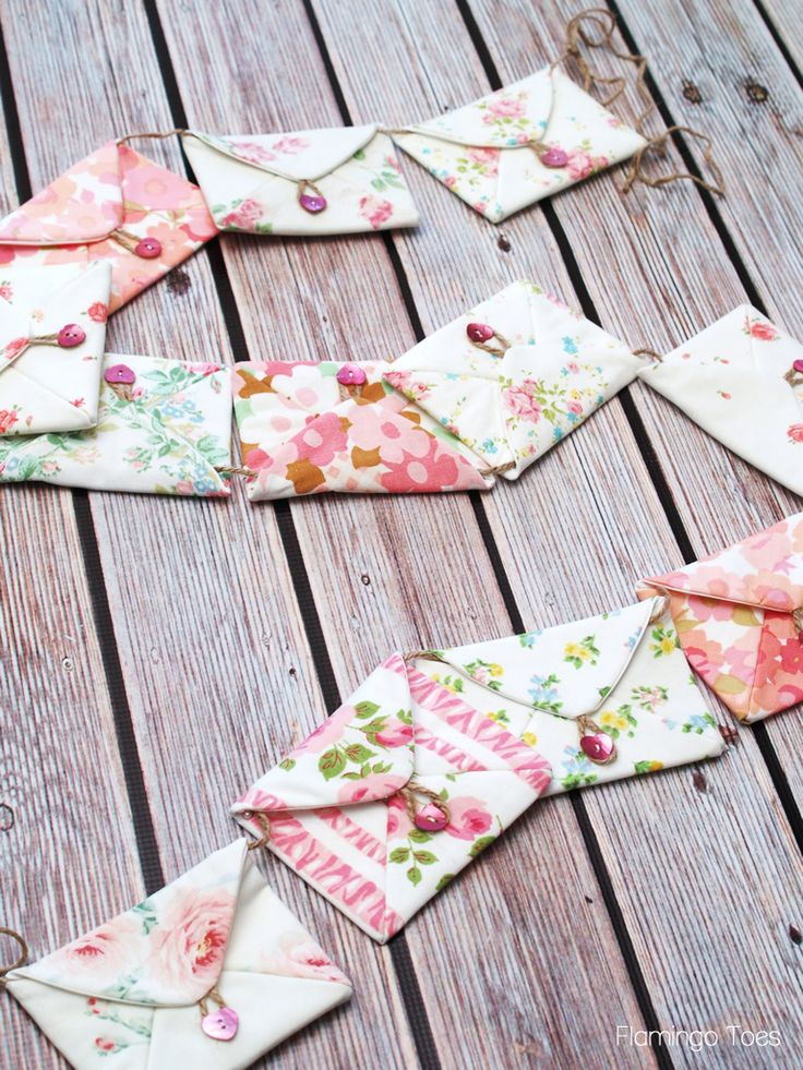 `•☆._.☆•´ Fabric Envelope Bunting. Site includes a lovely tutorial. Change fabric for different occasions. `•☆._.☆•´
