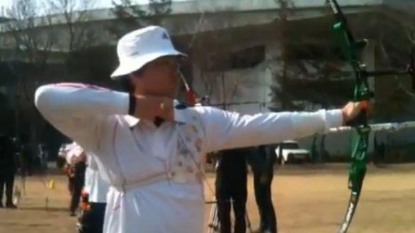 Im Dong-Hyun, legalmente non vedente, fa il record del mondo al Tiro con l'Arco. In Italia gli toglievano la pensione d'invalidità...