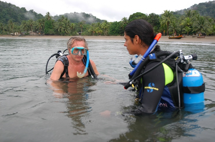 Actividades como el buceo son realizadas por los turistas que visitan este destino.