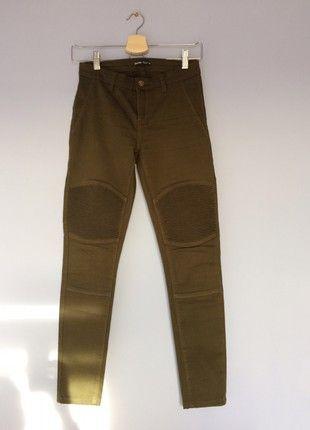 Kup mój przedmiot na #vintedpl http://www.vinted.pl/damska-odziez/dzinsy-do-kostek/21370107-spodnie-khaki-stan-idealny-motyw-m