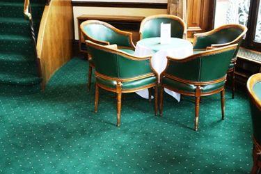 Moquette axminster 80% laine et 20% nylon Collection Pindot Petits Points Col. Jungle Green Salons Chateau Impney Hotel - UK - Moquette anglaise dessin Pindots Petits Points, un grand classique pour les hôtels