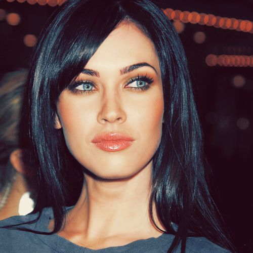 A gorgeous pic of Megan Fox...Blue-grey peach combo.  Very classy.