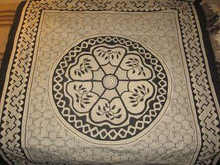 ARTESAArtesanía Shipibo (Selva Peruana) Tela de algodón, pintada con barro y huito (resina de árbol)NIA DE LA SELVA PERUANA