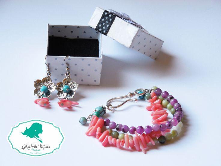 Set cercei si bratara Pietre semipretioase: quartz roz, jade verzi, turcoaz si mov Accesorii metal: tip floare