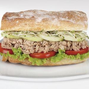 Clubsandwich met Makreel en komkommer