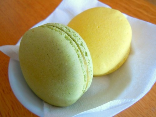 mint & yellow macarons/macaroons   wedding love   Pinterest   Mint ...